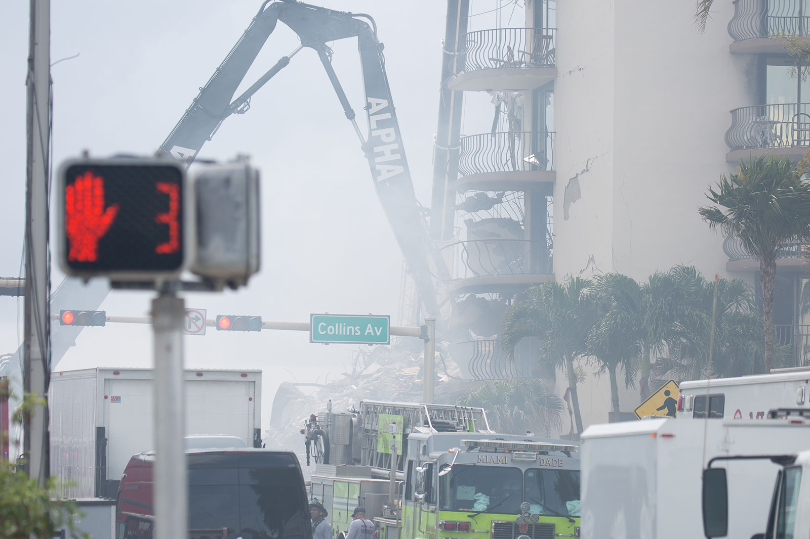 Champlain Towers, Surfside, Florida. Photo by Key Biscayne Independent/Tony Winton
